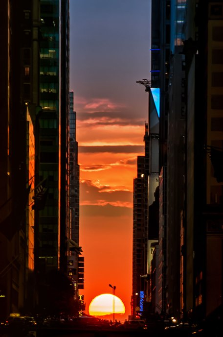 WE ALL KNOW ABOUT STONEHENGE, BUT WHAT ABOUT…..MANHATTANHENGE?!!