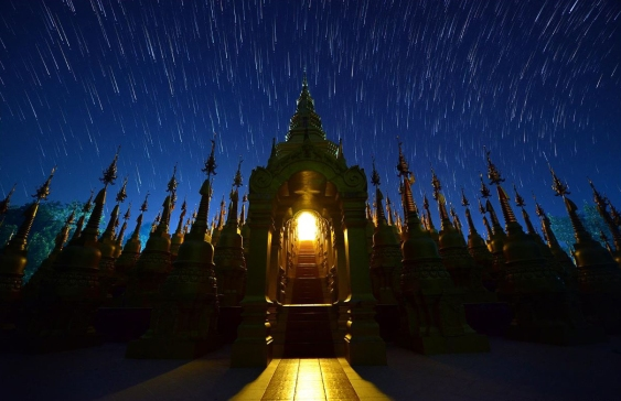 TEMPLE FOREST STARTRAILS: THAILAND