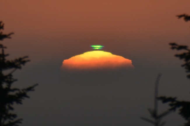THERE'S SCIENCE IN THE SETTING SUN (2-5): Green Flash.