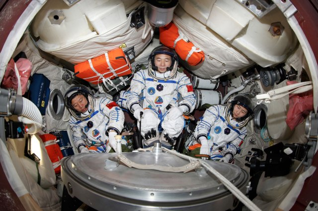 Shenzhou 9 crew and capsule.  Credit: CCTV